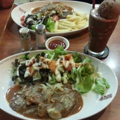 Photo taken at Black Canyon (แบล็คแคนยอน) by BrandFeatures D. on 11/7/2014