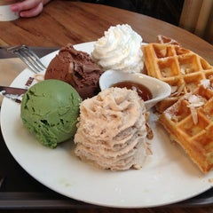 Photo taken at ESPRESSO ★ PUBLIC by 수정 필. on 3/1/2013