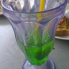 Photo taken at Restoran Aras Ledang by Ahmad S. on 11/4/2012