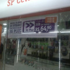 Photo taken at Shopping dos Fabricantes 2 by Viviane L. on 9/23/2013