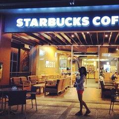 Photo taken at Starbucks (สตาร์บัคส์) by Jetniphit B. on 6/29/2013