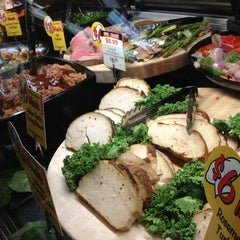 Photo taken at Mariano's Fresh Market by Robert S. on 1/6/2013