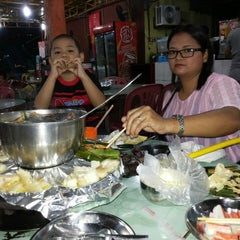 Photo taken at MK Garden Steamboat 青叶 by Costa D. on 10/12/2013