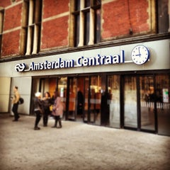 Photo taken at Station Amsterdam Centraal by Joaquín on 10/26/2012