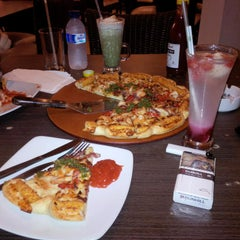 Photo taken at Pizza Hut by Nj R. on 9/1/2014