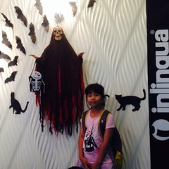 Photo taken at Inlingual by Praphan W. on 10/18/2014