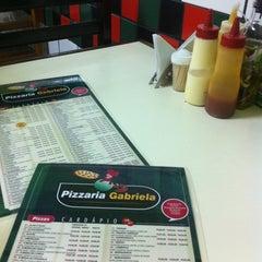 Photo taken at Pizzaria Gabriela by Alexandre B. on 5/14/2012