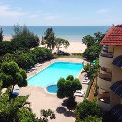 Photo taken at โรงแรมสวนบวกหาด (Beach Garden Hotel Cha-am) by DEAR 🐢 on 8/18/2015