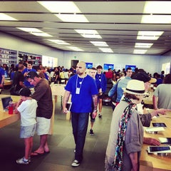 Photo taken at Apple Store, Perth City by Ganjiao G. on 10/13/2012