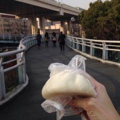 Photo taken at 延安西路地铁站 | W. Yan'an Rd. Metro Stn. by くろねk on 2/6/2015