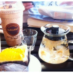 Photo taken at Coffee Gallery (คอฟฟี แกลเลอรี) by Kingkong12 on 4/8/2013