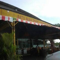 Photo taken at Batu Niah Food Court by Dean J. on 3/9/2013