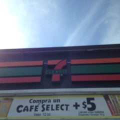 Photo taken at 7- Eleven by Humberto C. on 1/27/2013