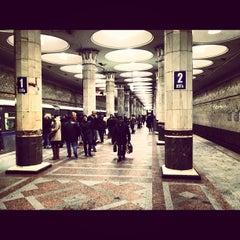 Photo taken at Метро Киевская, Филёвская линия (metro Kiyevskaya, line 4) by Andrey on 11/30/2012
