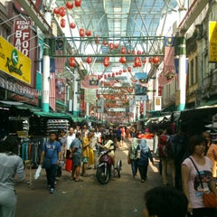 Photo taken at Petaling St. (茨厂街 Chinatown) by ser keat on 1/28/2013