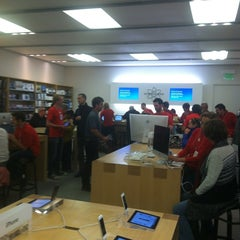 Photo taken at Apple Store, Corte Madera by Nick T. on 12/8/2012