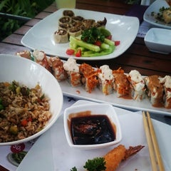Photo taken at Sushi Itto by Gisel on 6/8/2015