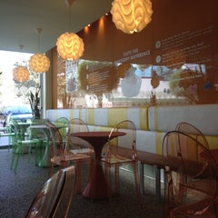 Photo taken at Pinkberry by FeRa F. on 10/21/2012