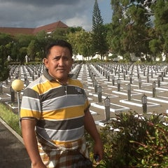 Photo taken at Taman Makam Pahlawan Kusuma Negara by Edi W. on 9/26/2013