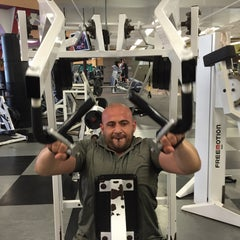 Photo taken at 24 Hour Fitness by Рома Ф. on 4/10/2015