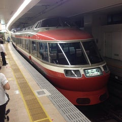 Photo taken at 小田急 新宿駅 2-3番線ホーム by Gackoo . on 8/10/2013