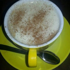Photo taken at Cafe's Kafe by Fatih G. on 11/9/2012