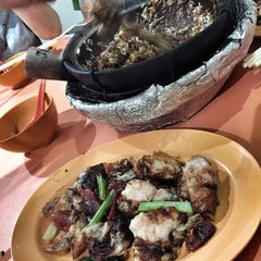 Photo taken at Yuan Yuan Claypot Rice by Jon C. on 11/9/2014
