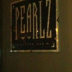 Photo taken at Pearlz Oyster Bar by Ree Ree on 11/20/2012