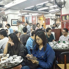 Photo taken at Lin Heung Tea House 蓮香樓 by qd 2. on 11/11/2015