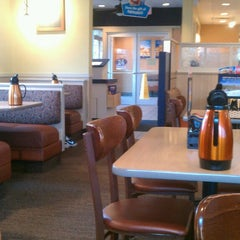Photo taken at IHOP by Mariana B. on 3/21/2013