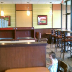 Photo taken at Arby's by Mariana B. on 3/22/2013