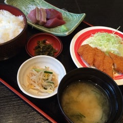 Photo taken at 三陸 by Hiro E. on 10/10/2013