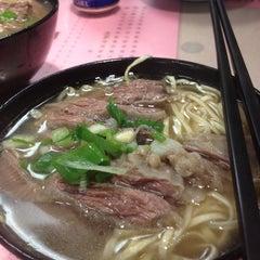 Photo taken at Kau Kee Restaurant 九記牛腩 by Kam K. on 5/13/2013
