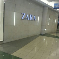 Photo taken at ZARA by Agustinus S. on 10/9/2015