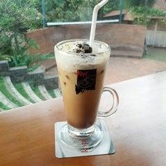 Photo taken at Kopi Selasar Sunaryo Cafe and art Galery. by Mahardhika M. on 11/2/2014