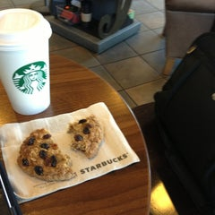 Photo taken at Starbucks by Angelo R. on 3/13/2013