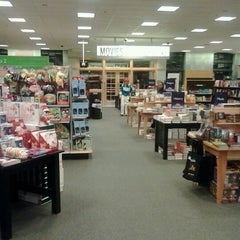 Photo taken at Barnes & Noble by Steven R. on 11/18/2012