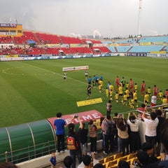 Photo taken at 광양축구전용구장 (Gwangyang Football Stadium) by WS L. on 6/20/2015