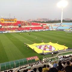 Photo taken at 광양축구전용구장 (Gwangyang Football Stadium) by WS L. on 8/23/2015