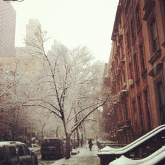 Photo taken at Brooklyn Heights by Jennifer D. on 3/8/2013