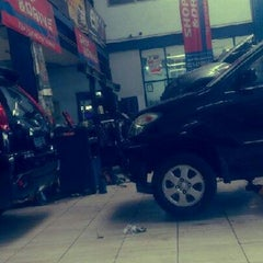 Photo taken at SUPER SHOP & DRIVE by Trida Ch D. on 1/24/2013