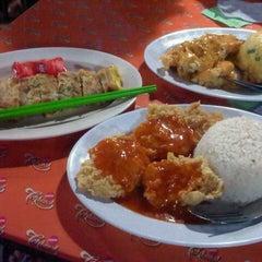 Photo taken at Foodspot 5mu (LimaMu) by Lestari T. on 7/23/2013