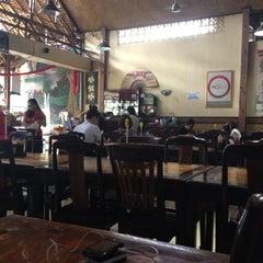 Photo taken at Babi Guling Candra by Alekz J. on 11/11/2012