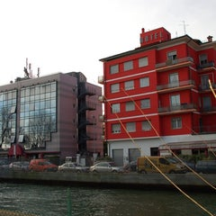 Photo taken at Via Camuzzoni by Hotelsverona on 3/13/2011