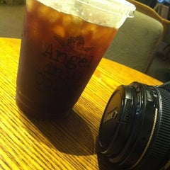 Photo taken at Angel-in-us Coffee by Sunhwa H. on 11/6/2011
