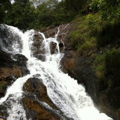 Photo taken at Datanla Waterfall by Quinn on 8/11/2011