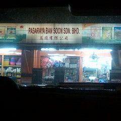 Photo taken at Pasaraya Ban Soon Sdn. Bhd. by Paleng on 5/14/2012