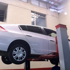 Photo taken at Stafford Motors Service Center by Naheel A. on 12/27/2011