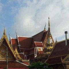 Photo taken at วัดเทพลีลา พระอารามหลวง (Wat Thep Leela) by Tum P. on 6/10/2012