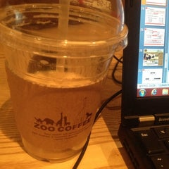 Photo taken at ZOO COFFEE Deli by Hyunseok C. on 2/19/2012